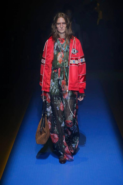 Gucci весна лето 2018 красная куртка