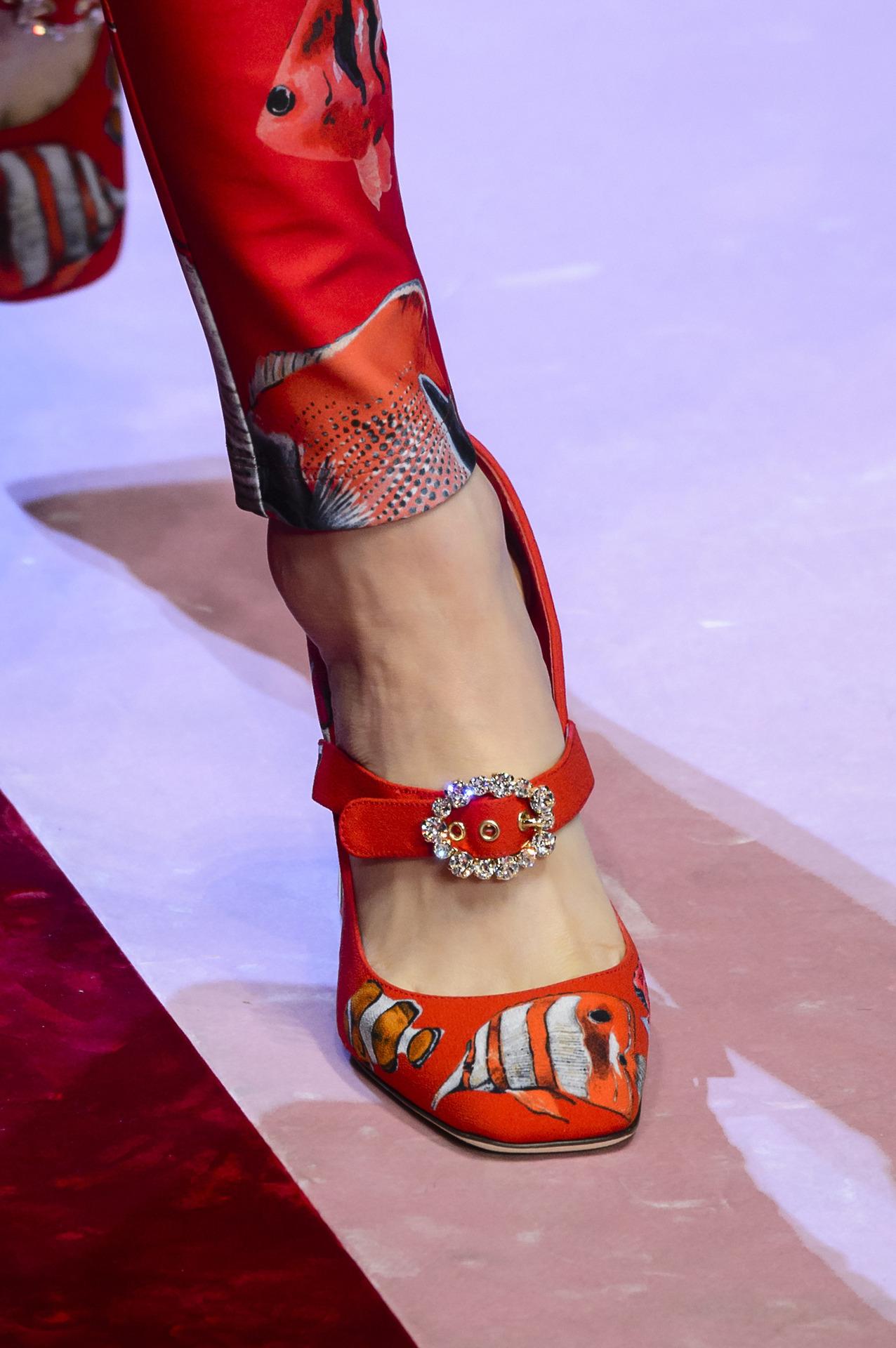 Туфли 2018 красные с принтом