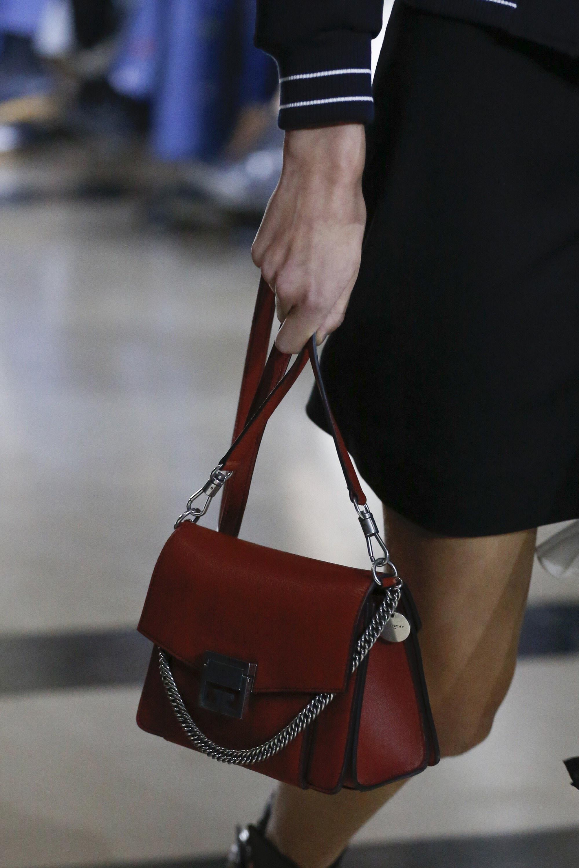 Givenchy весна лето 2018 красная сумка