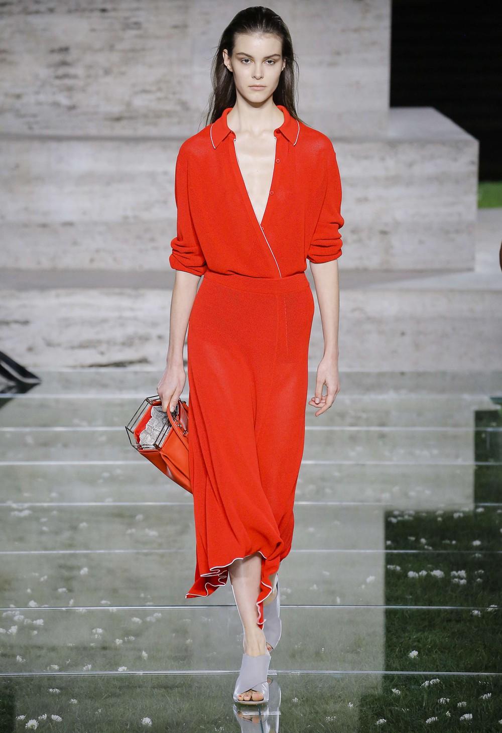 Salvatore Ferragamo весна лето 2018 красное платье