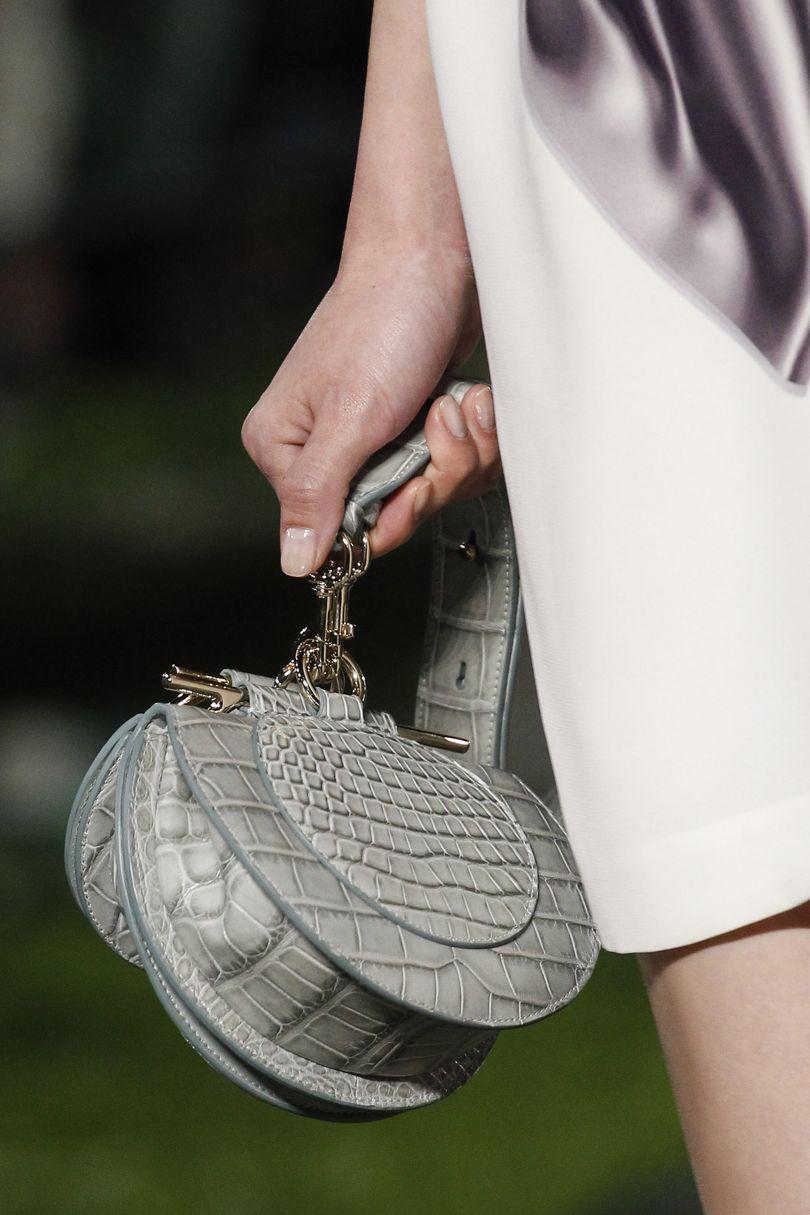 Salvatore Ferragamo весна лето 2018 сумка под крокодила
