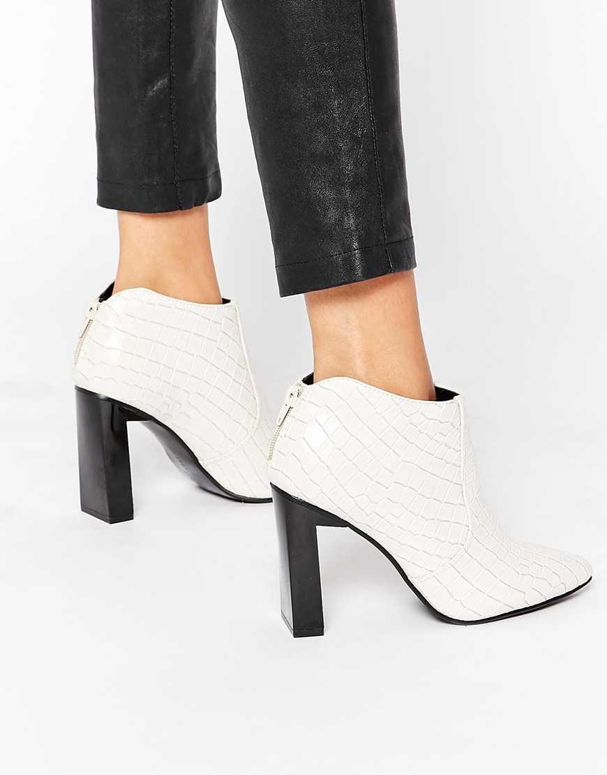 Белые ботинки под крокодила