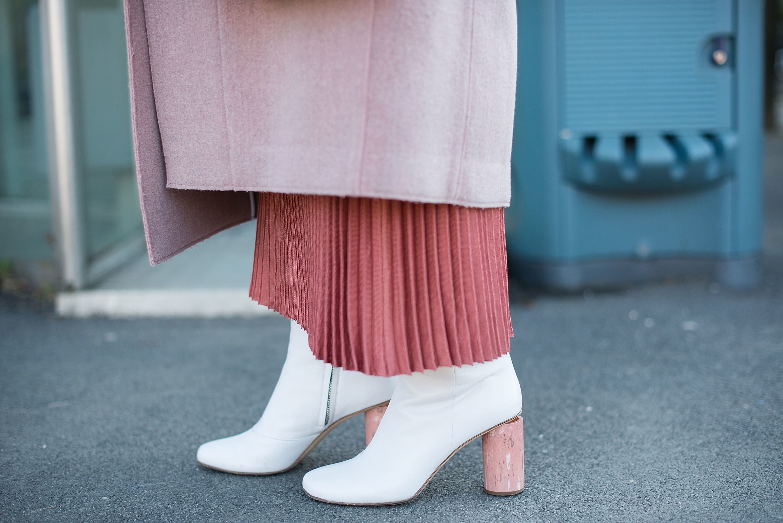 Белые ботинки на круглом каблуке