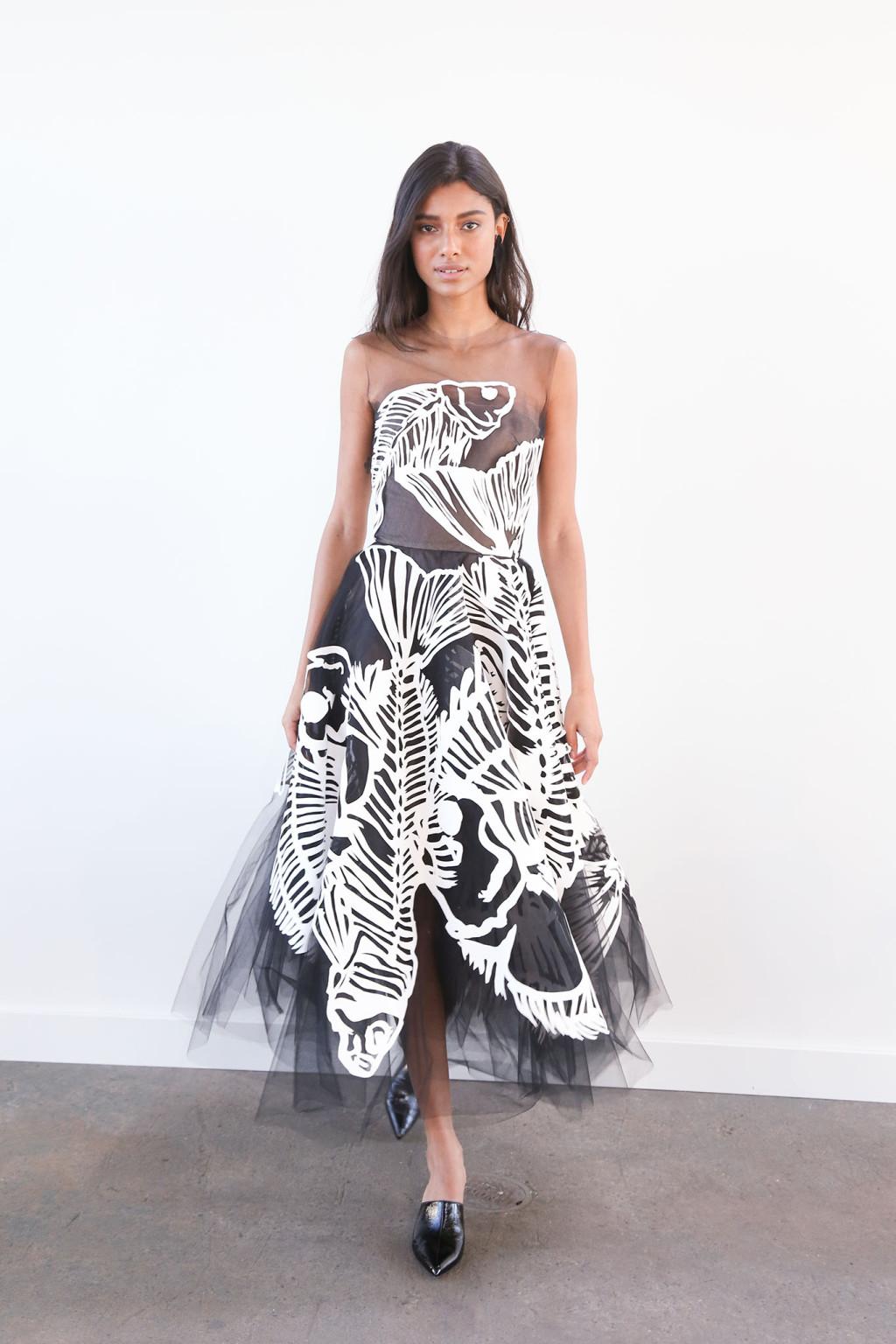 Платье с фатином с крупным принтом