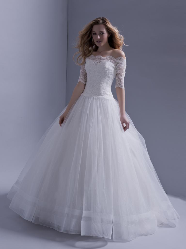 Свадебное платье для полных с кружевным рукавом