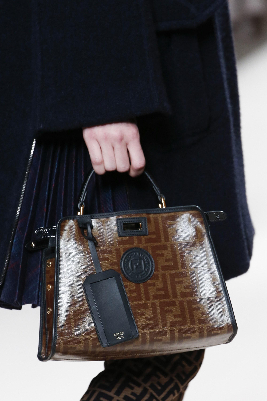 Кожаная сумка женская с логотипом
