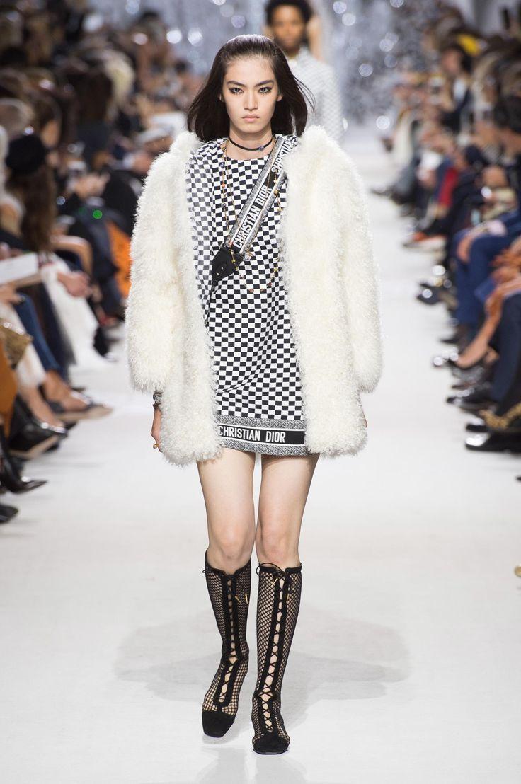 Christian Dior весна лето 2018 меховое пальто