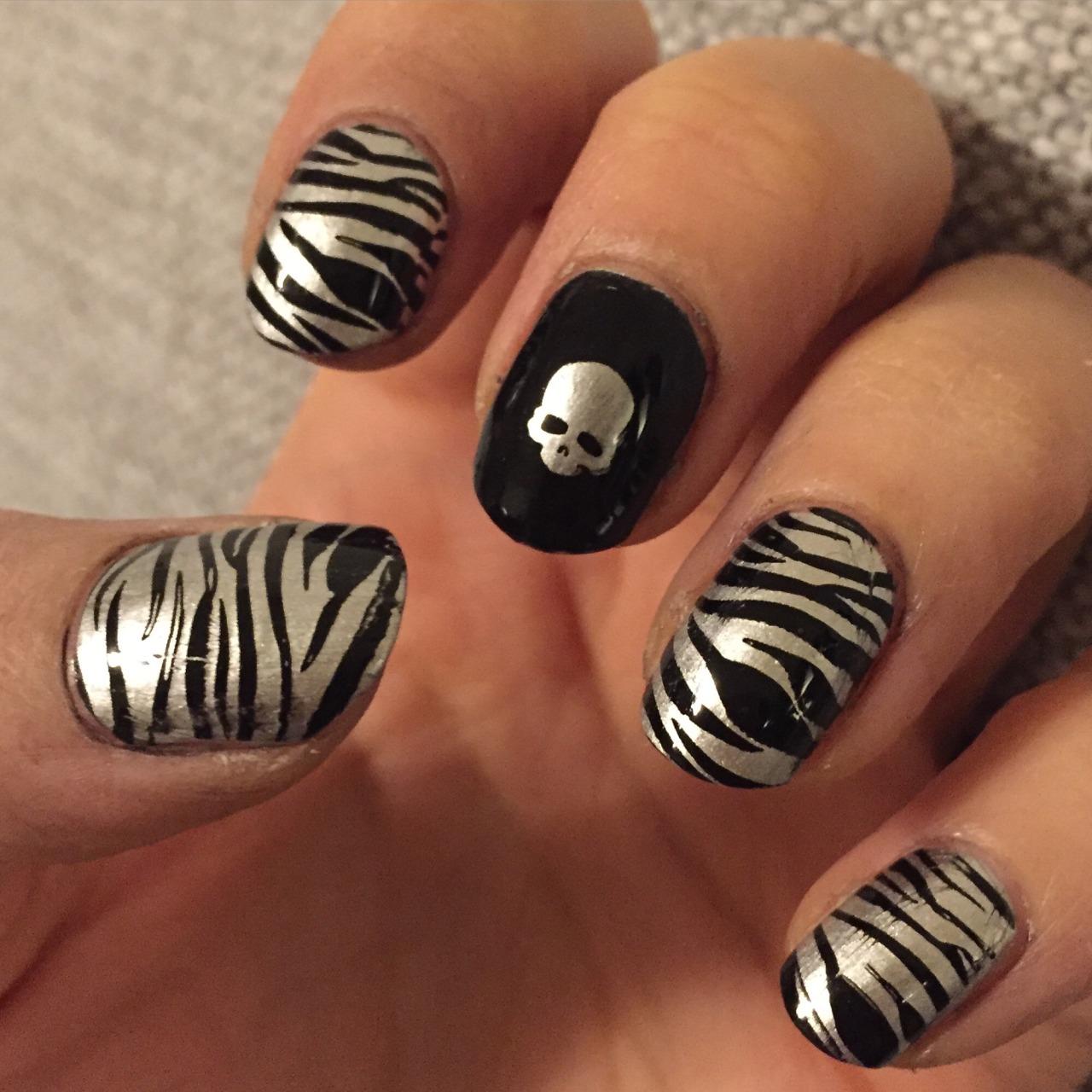 Черный маникюр серебряный металлик