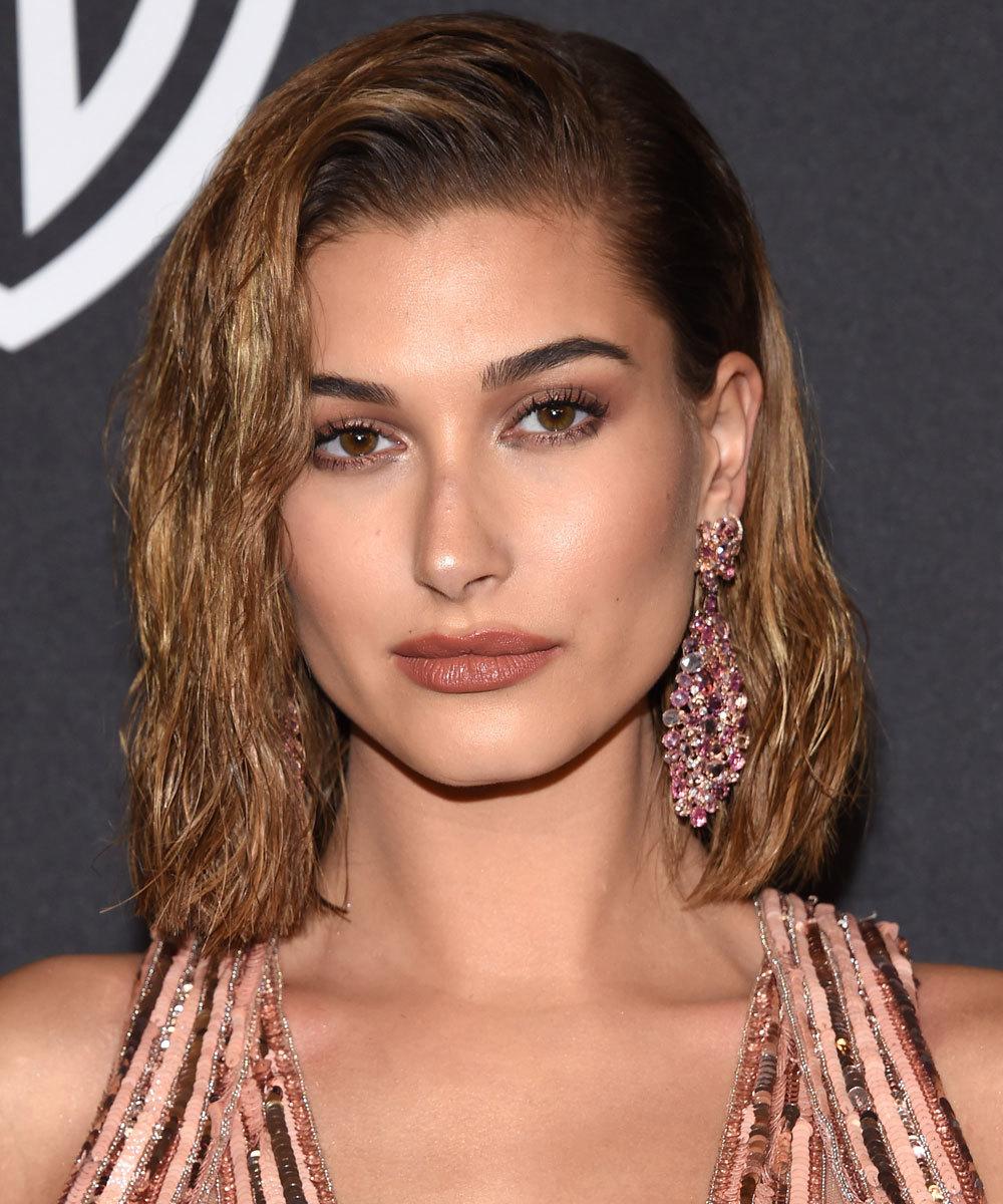 Стрижка на средние волосы 2018 мокрый эффект