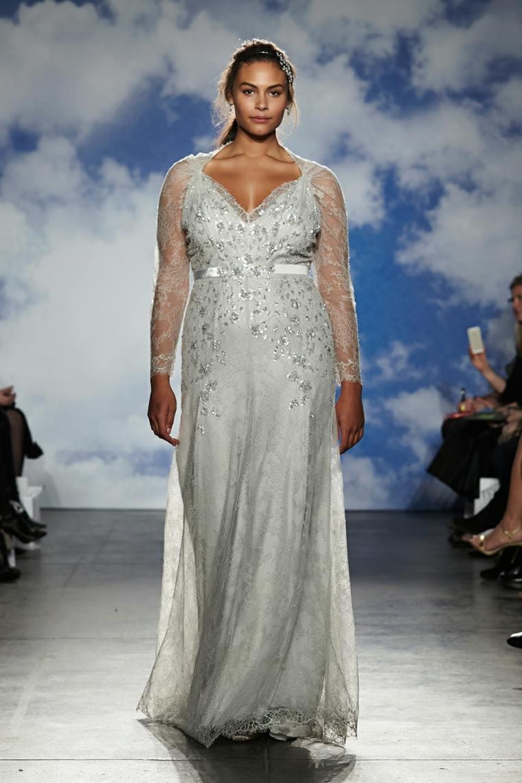 Свадебное платье для полных молочного цвета