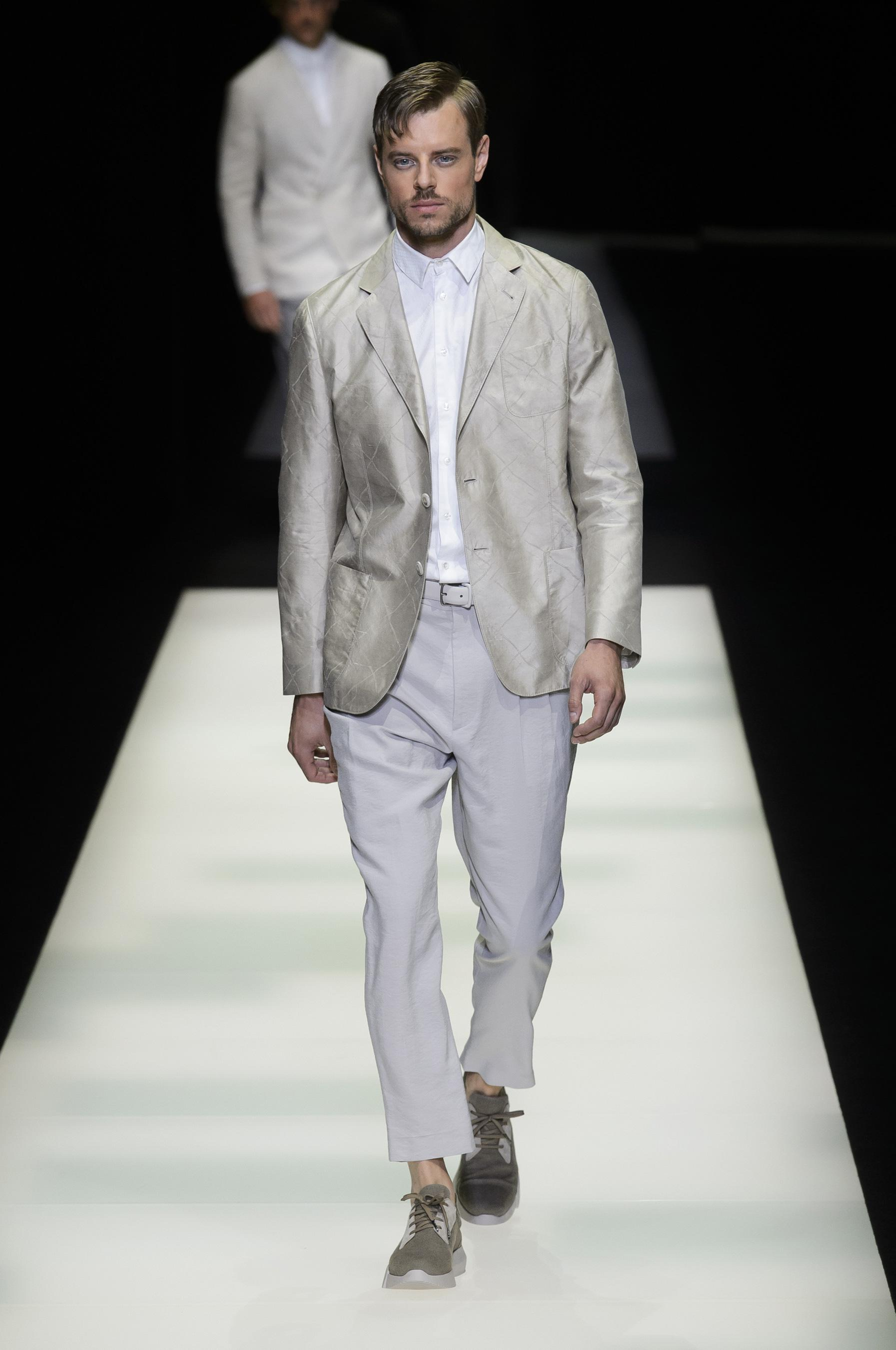Giorgio Armani весна лето 2018 мужской белый костюм