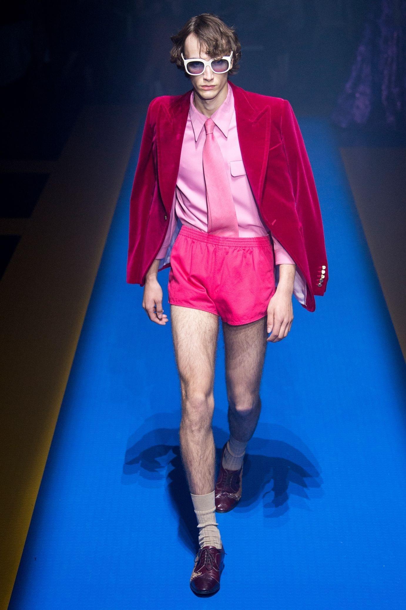 Gucci весна лето 2018 мужской розовый пиджак