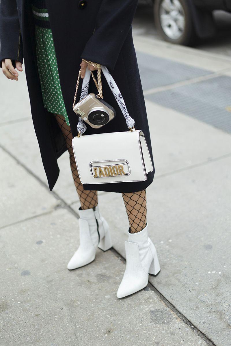 Белые ботинки из натуральной кожи