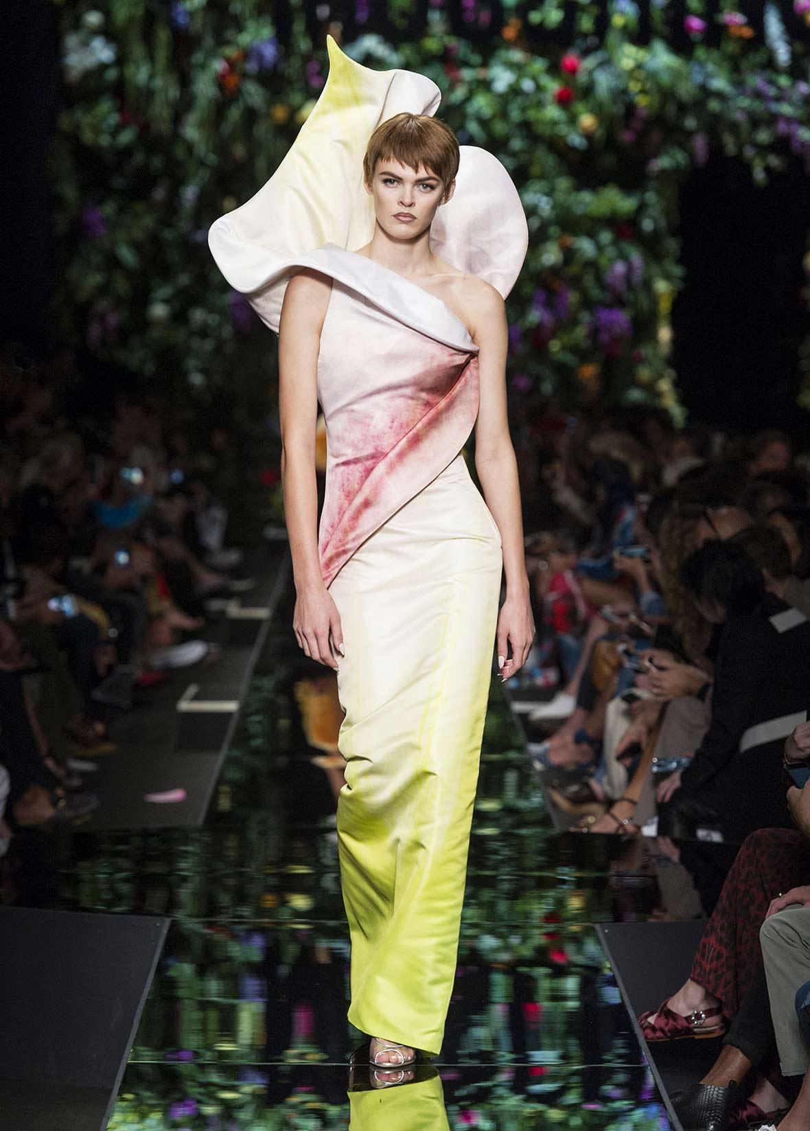 Moschino весна лето 2018 облегающее платье