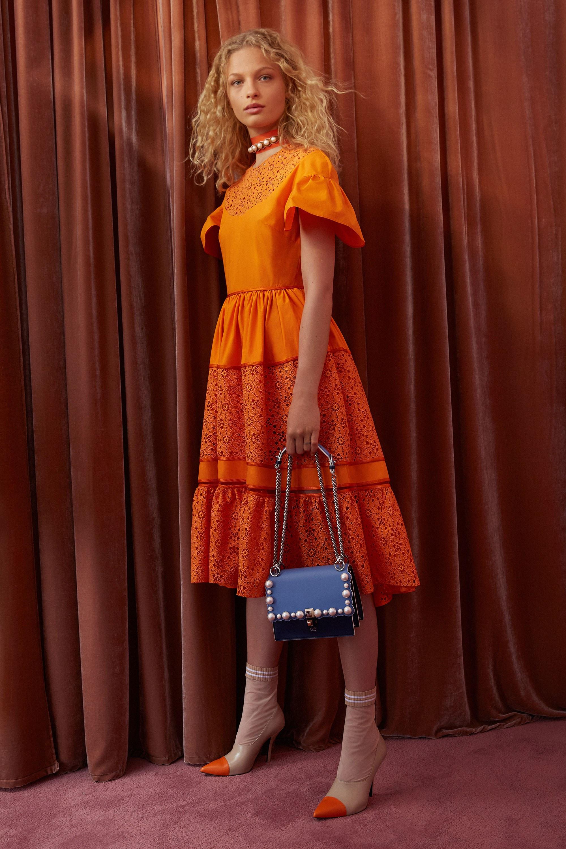 Расклешенное платье оранжевое