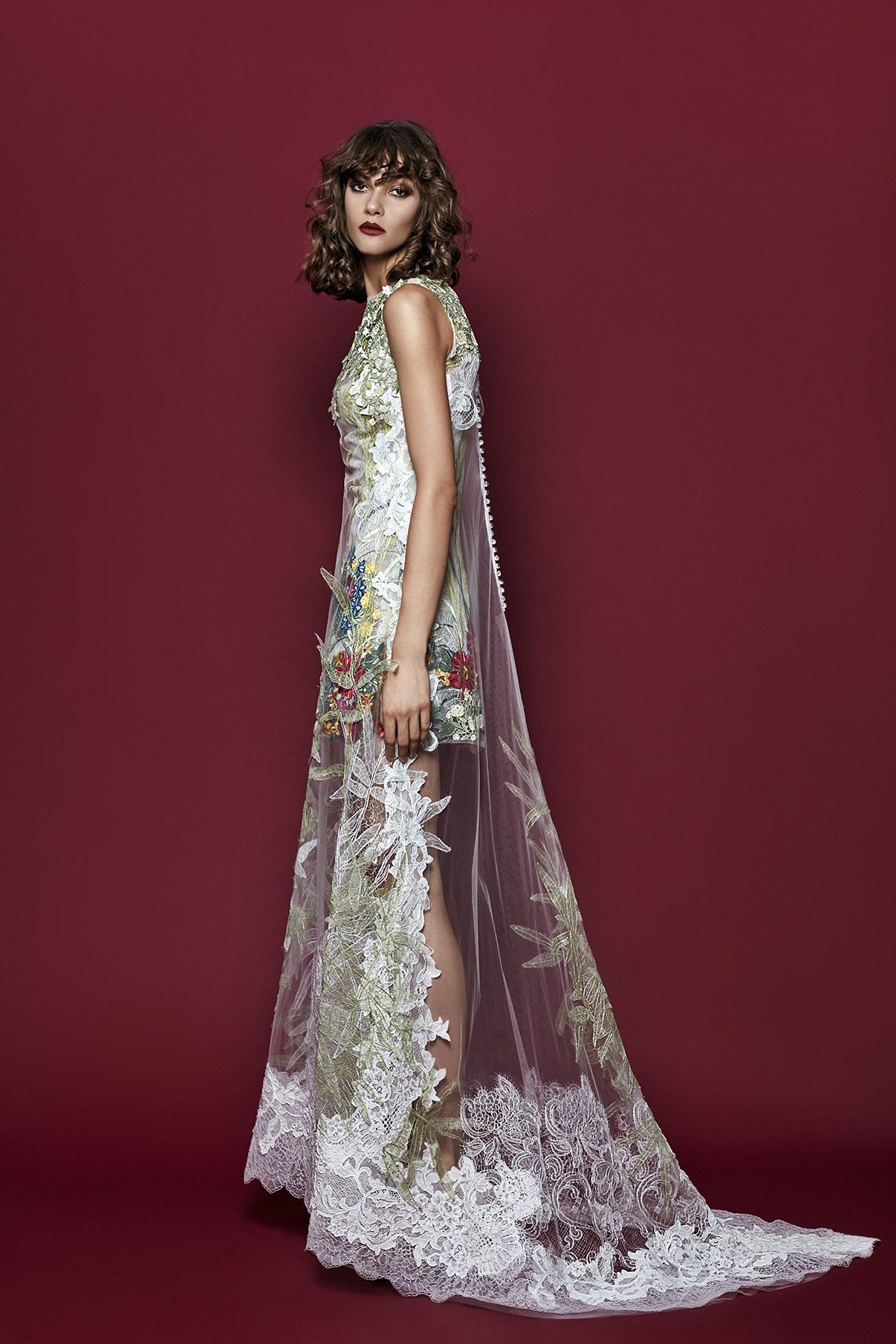 Платье с фатином и кружевной отделкой