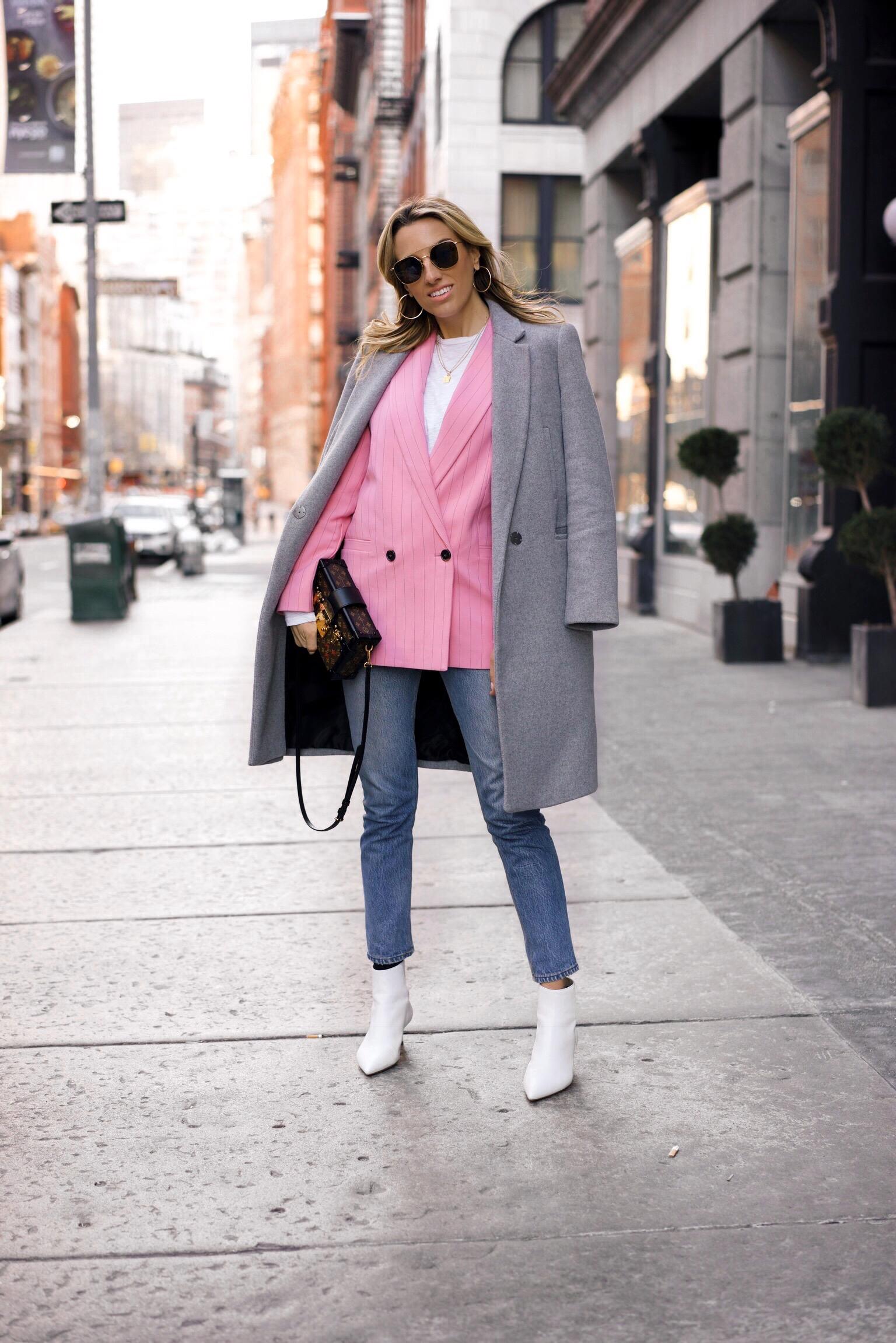 Белые ботинки с пальто