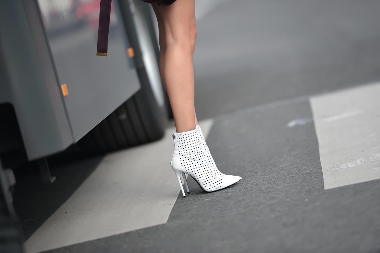 Белые ботинки с перфорацией летние