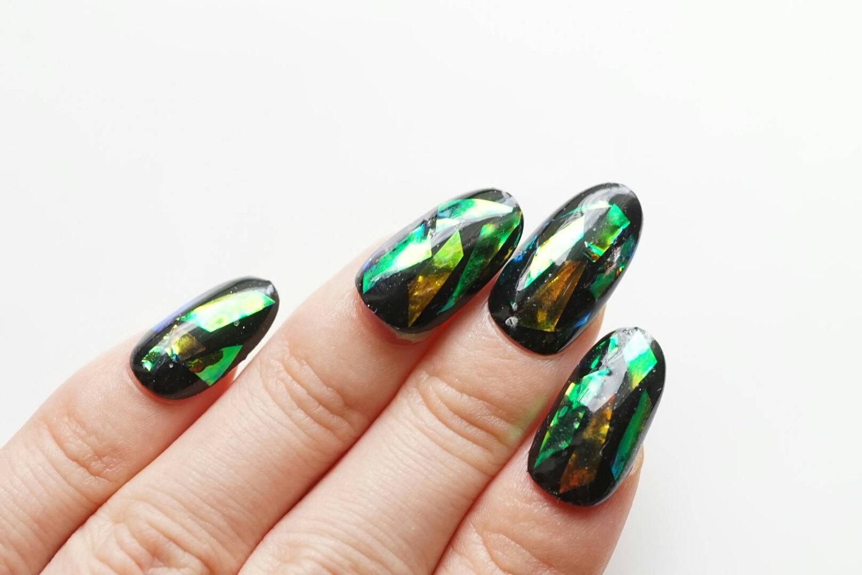 Маникюр битое стекло перламутровый зеленый