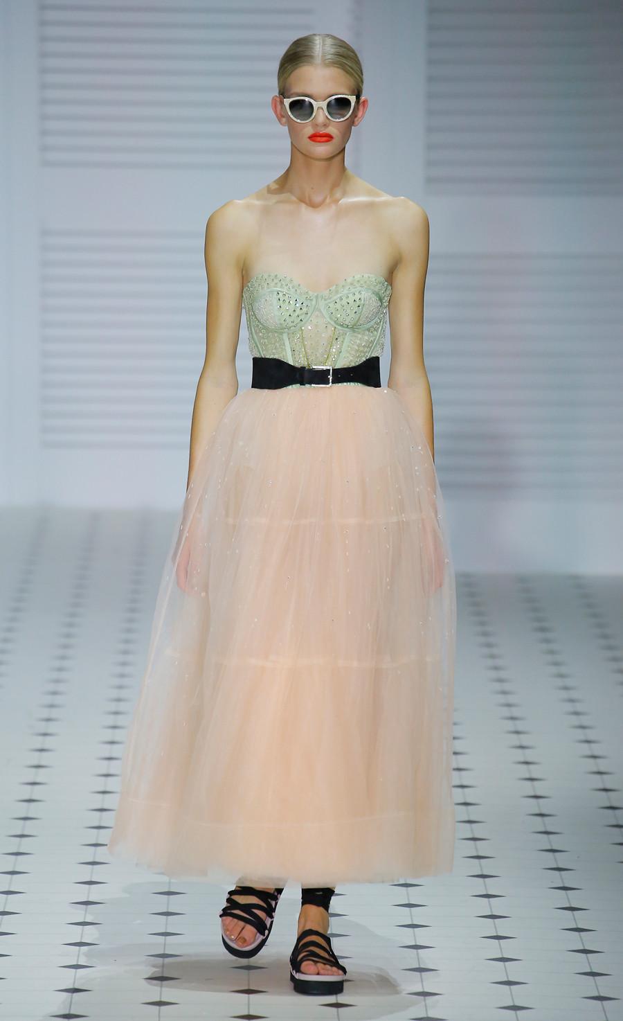 Платье с фатином персиковое