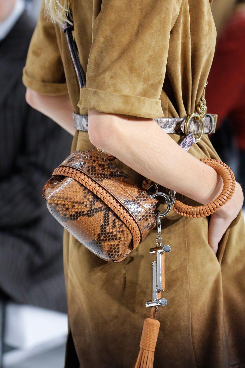 Кожаная сумка коричневая под питона
