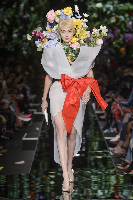 Moschino весна лето 2018 платье