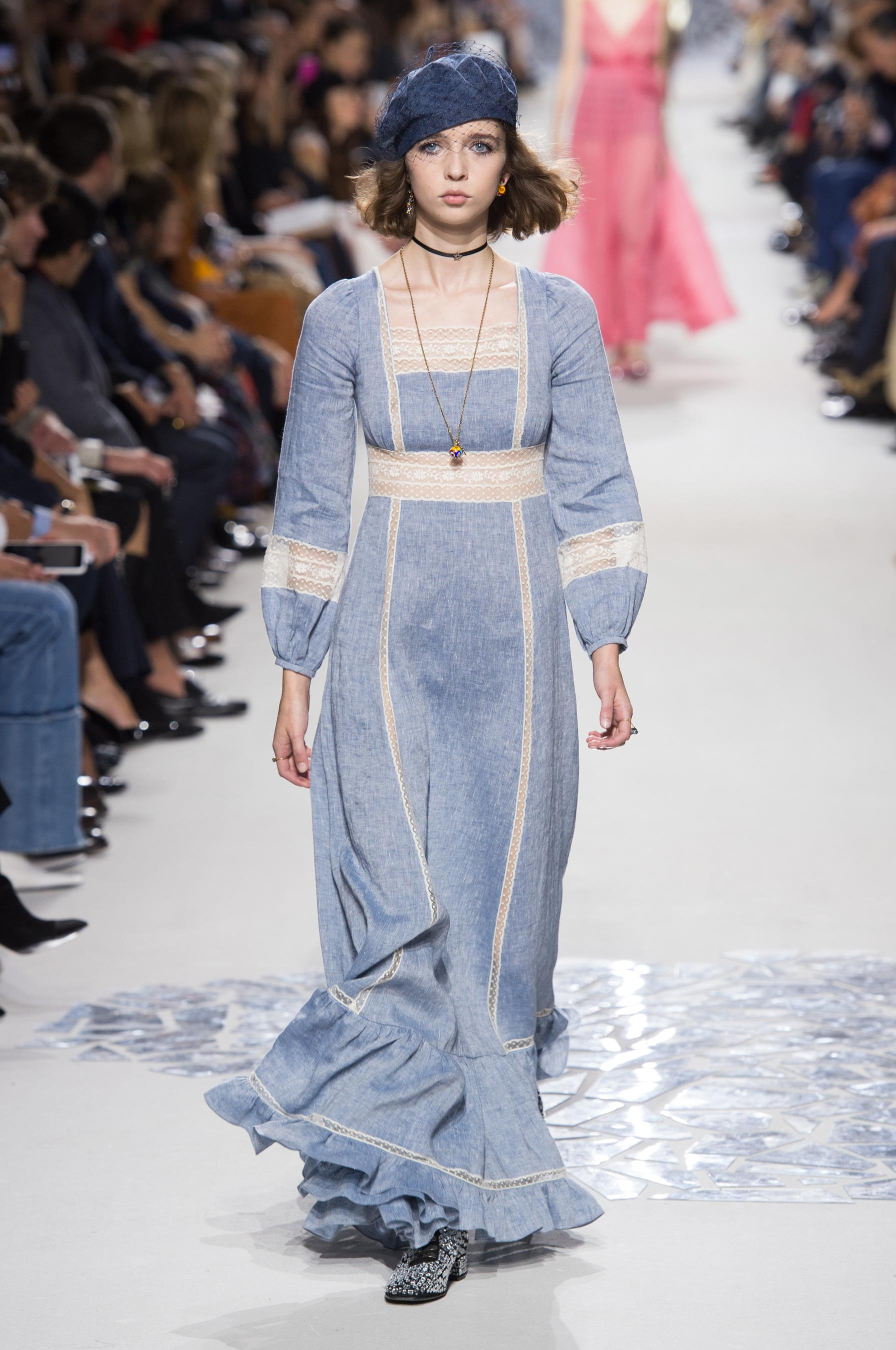 Christian Dior весна лето 2018 голубое платье