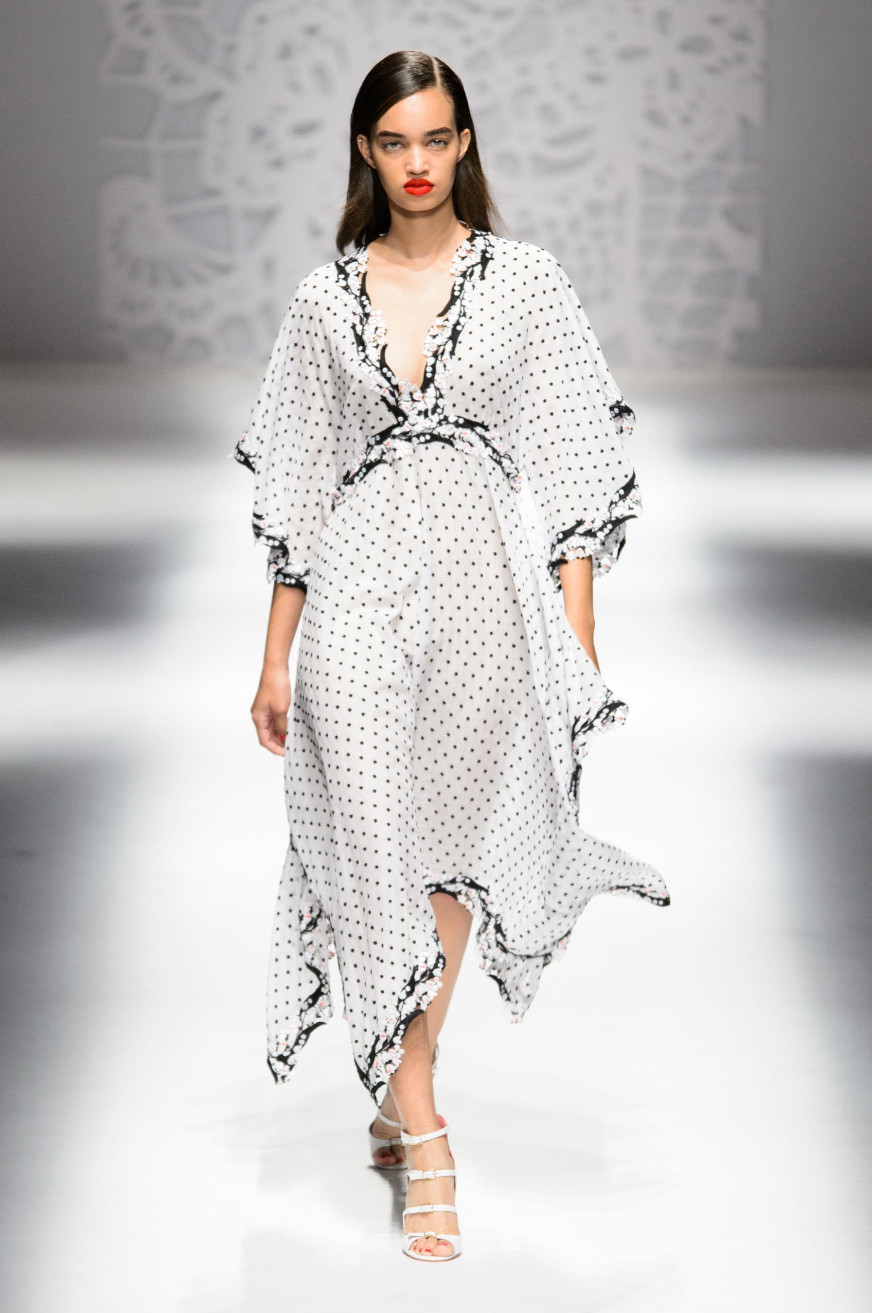 Blumarine весна лето 2018 платье в горошек