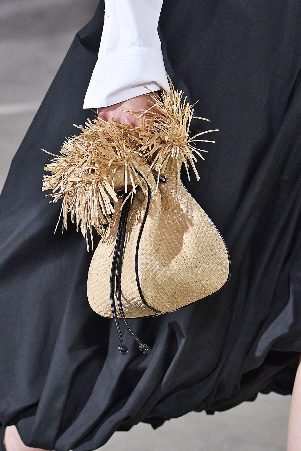 Кожаная сумка женская плетеная бежевая