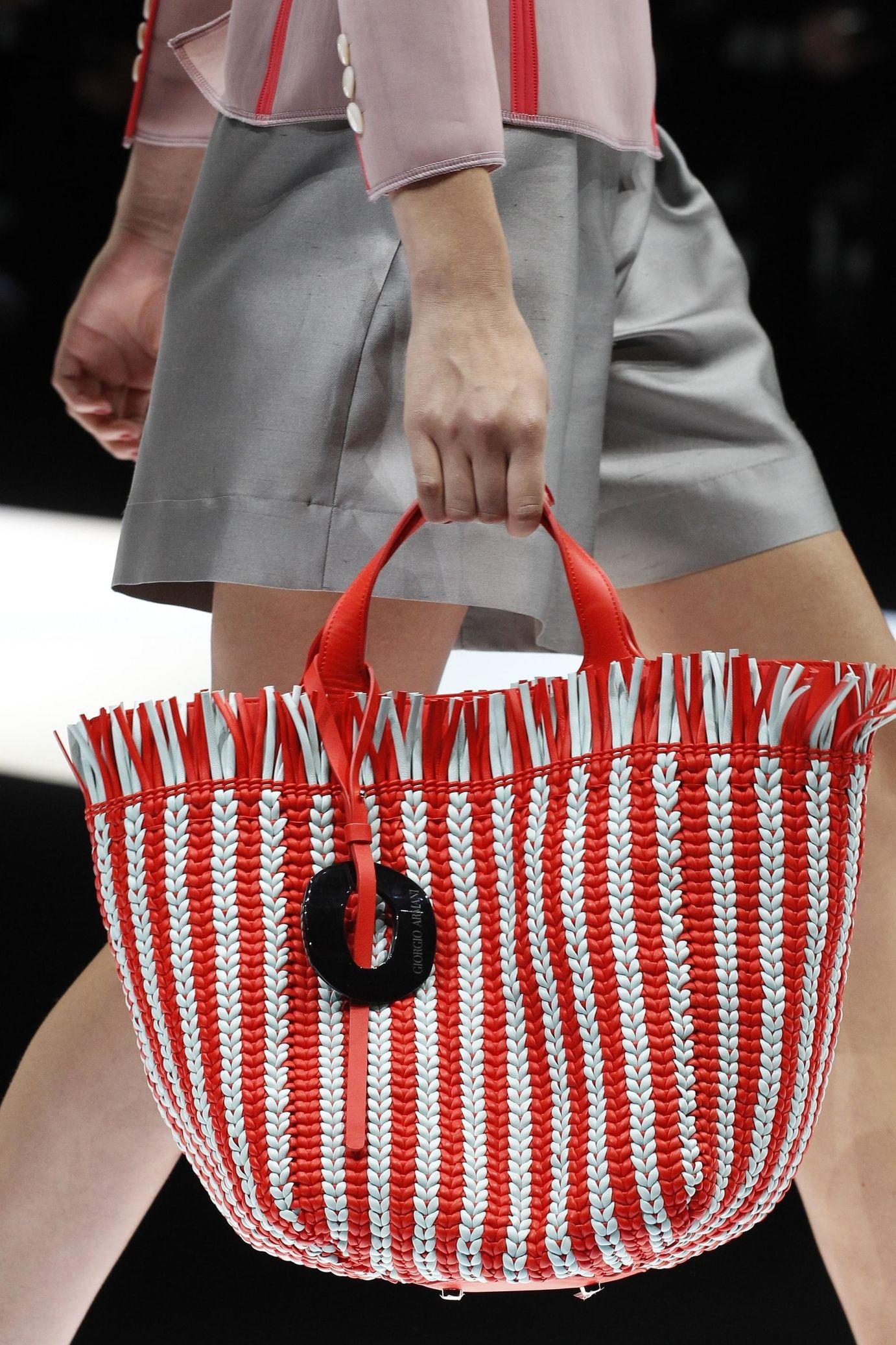 Giorgio Armani весна лето 2018 плетеная сумка