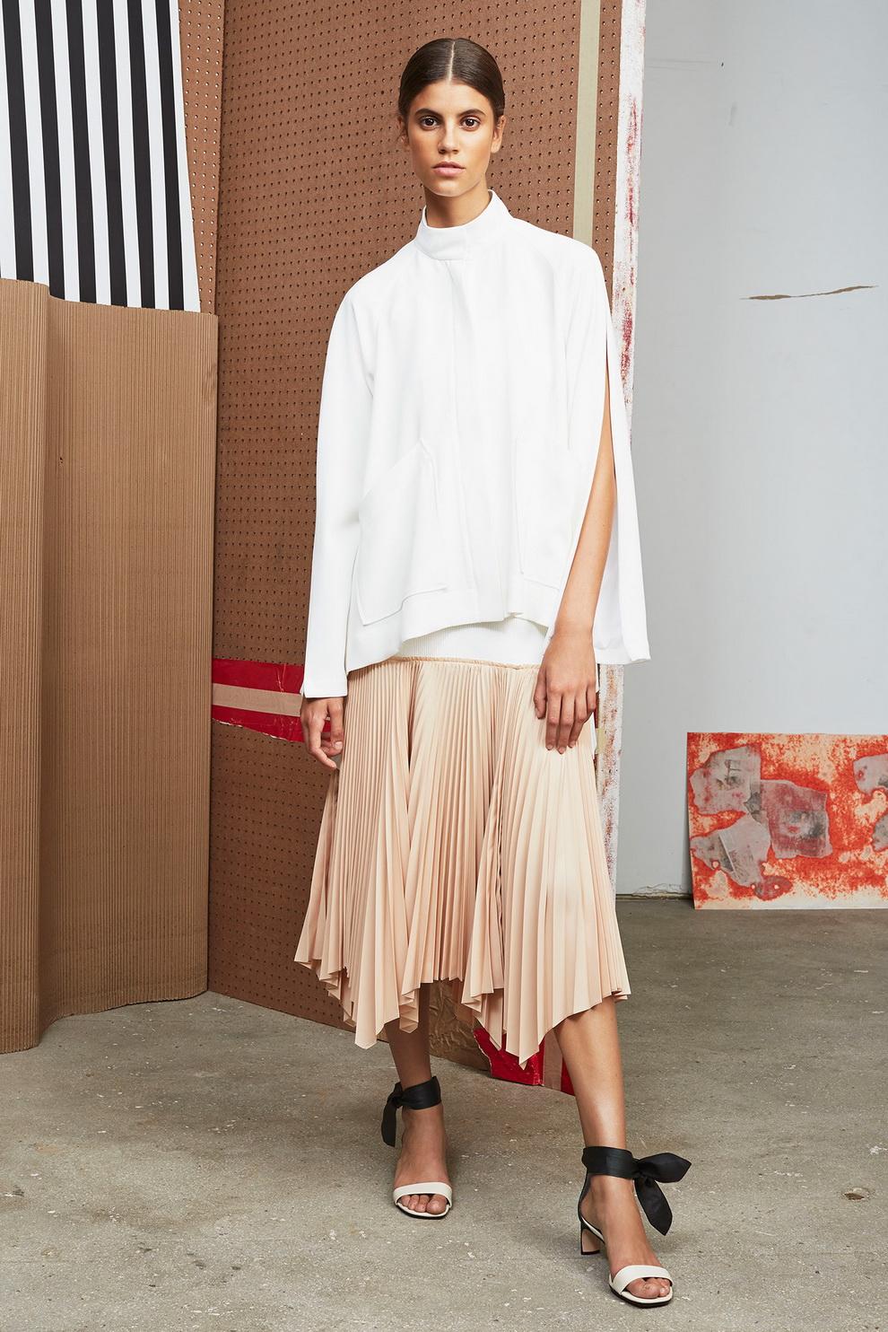 Бежевая юбка плиссе асимметричная