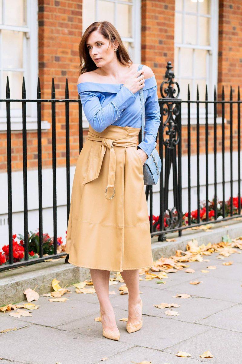 Бежевая юбка с поясом