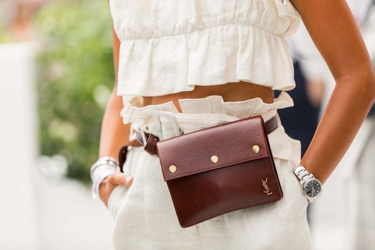 Кожаная сумка женская на пояс коричневая