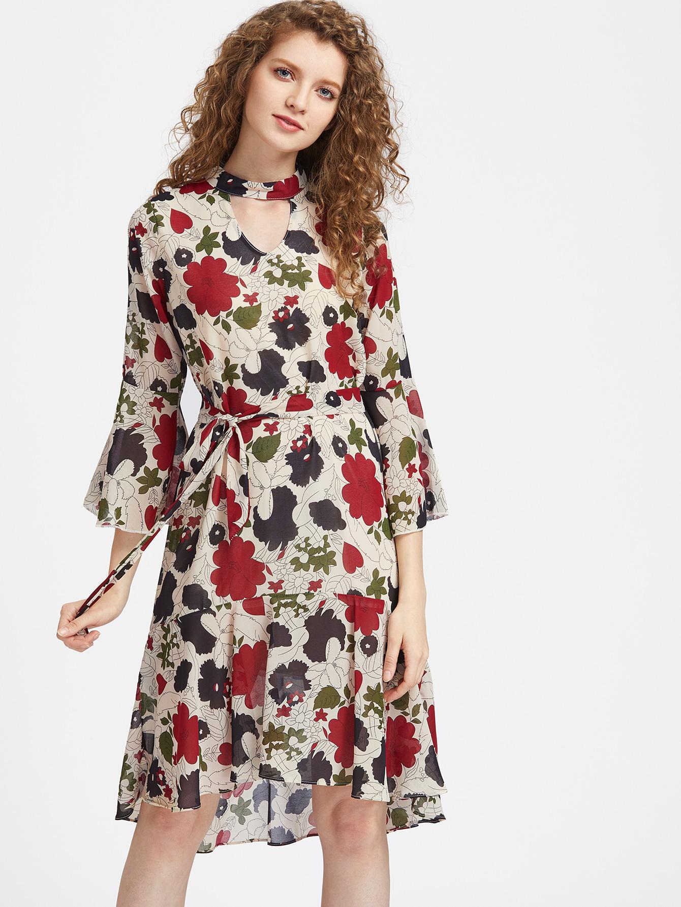 Расклешенное платье на поясе