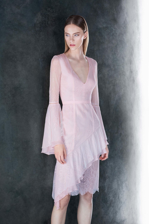 Платье миди с прозрачными рукавами розовое