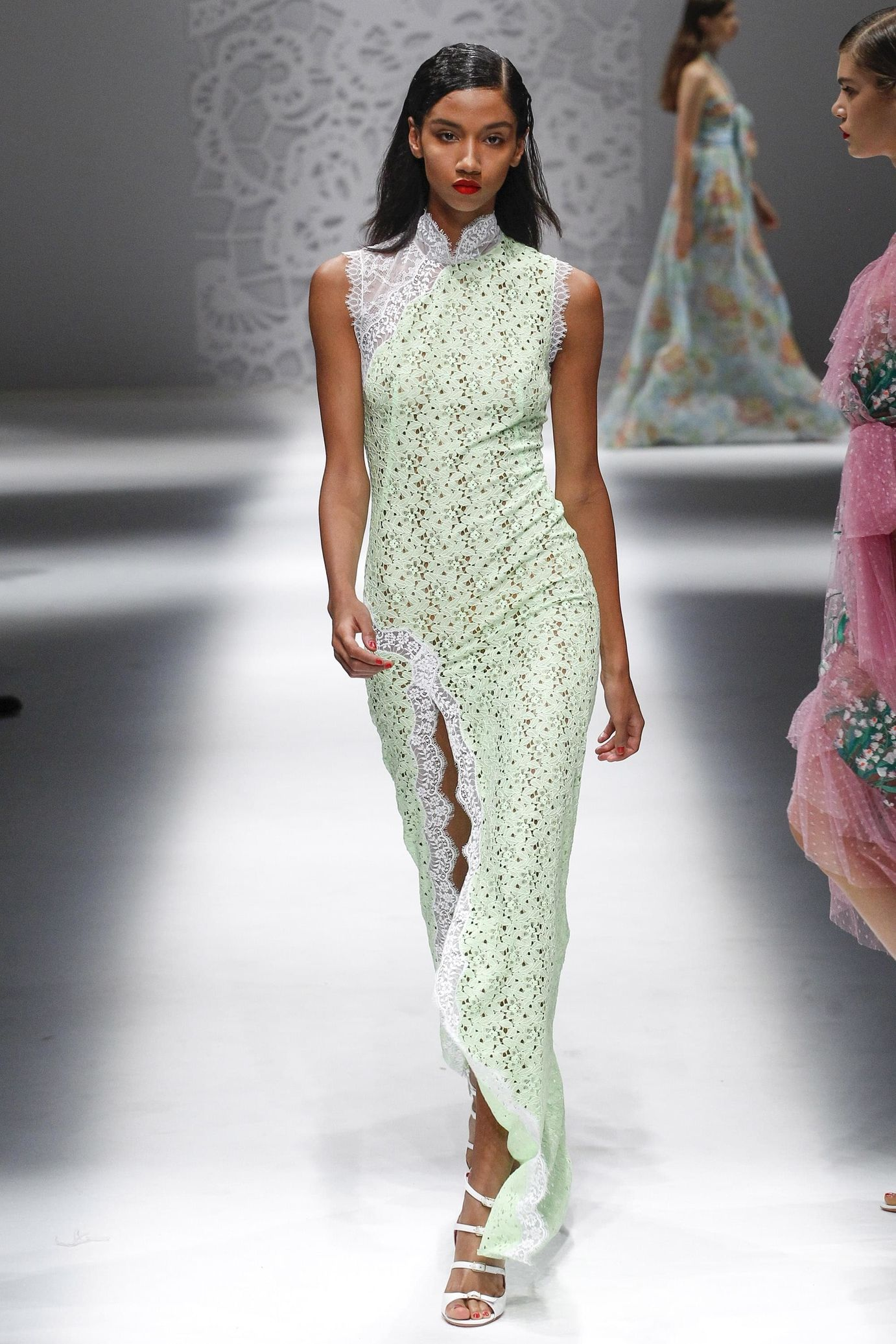 Blumarine весна лето 2018 платье с разрезом