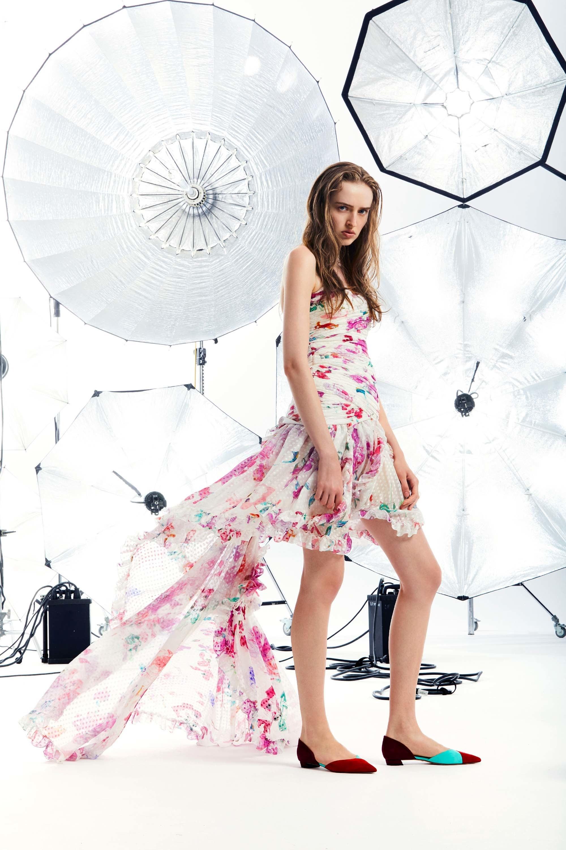 Emanuel Ungaro круизная коллекция 2018 асимметричное платье