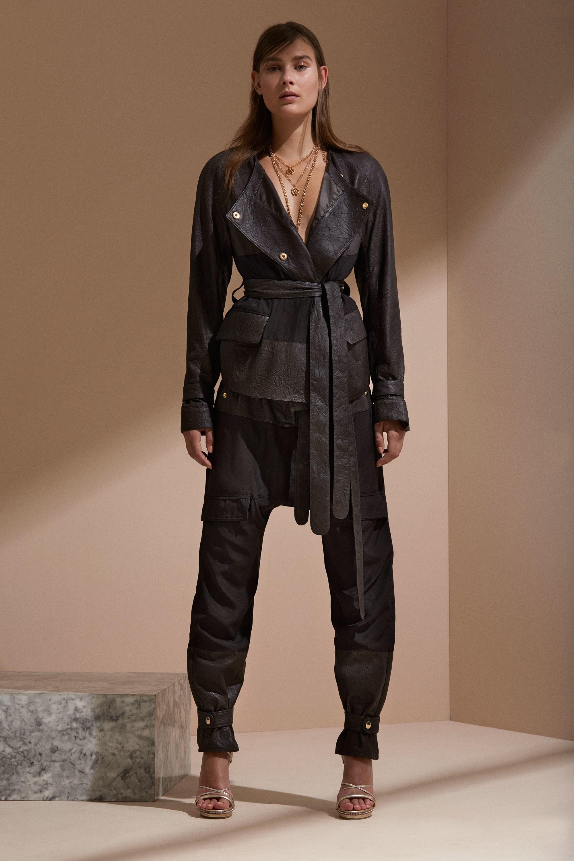 Roberto Cavalli круизная коллекция 2018 кожаный костюм