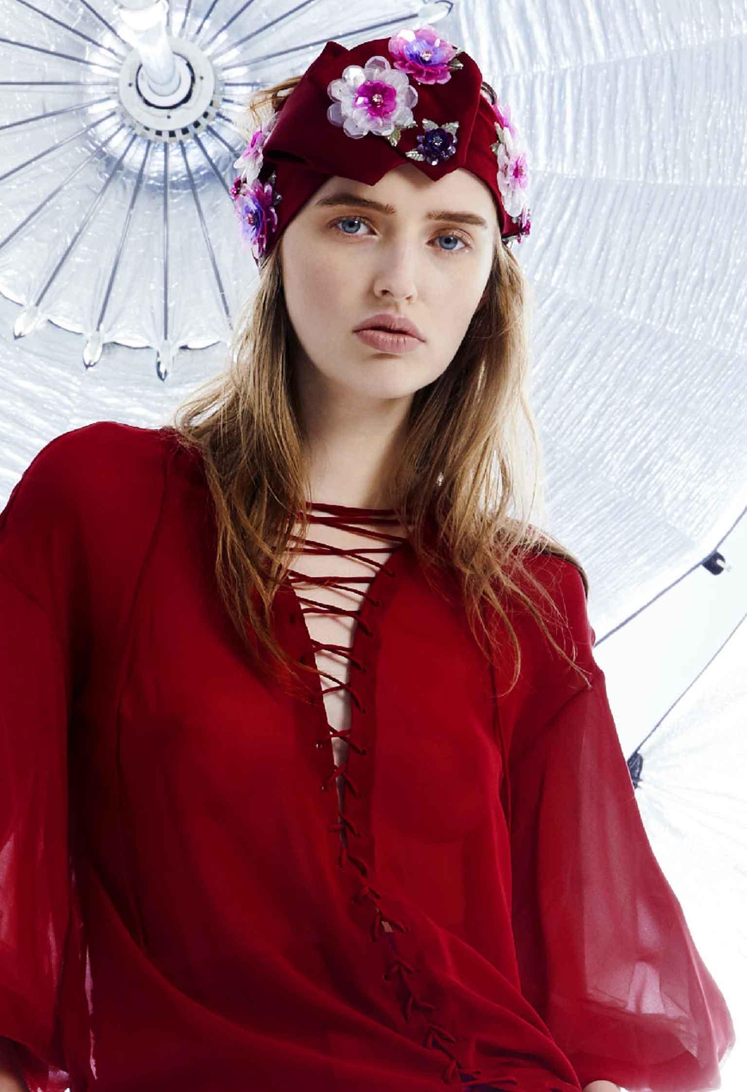 Emanuel Ungaro круизная коллекция 2018 красная блузка