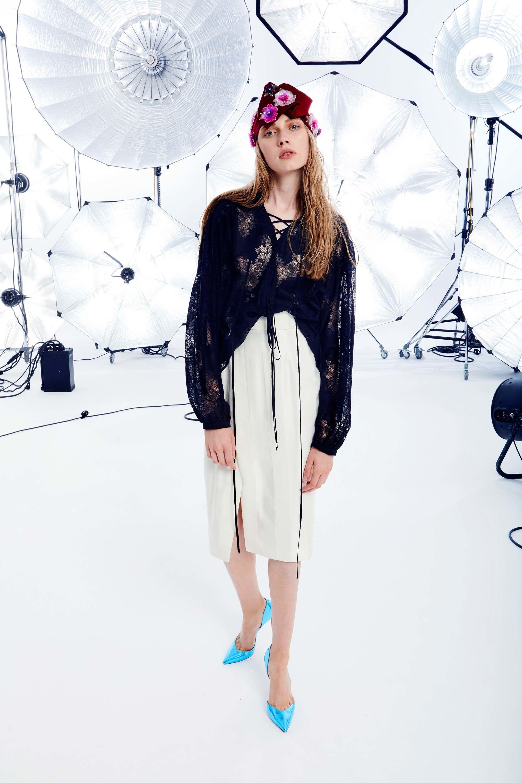 Emanuel Ungaro круизная коллекция 2018 кружевная блузка