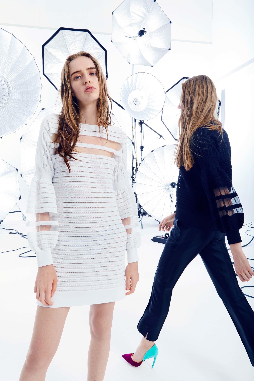 Emanuel Ungaro круизная коллекция 2018 прозрачное платье