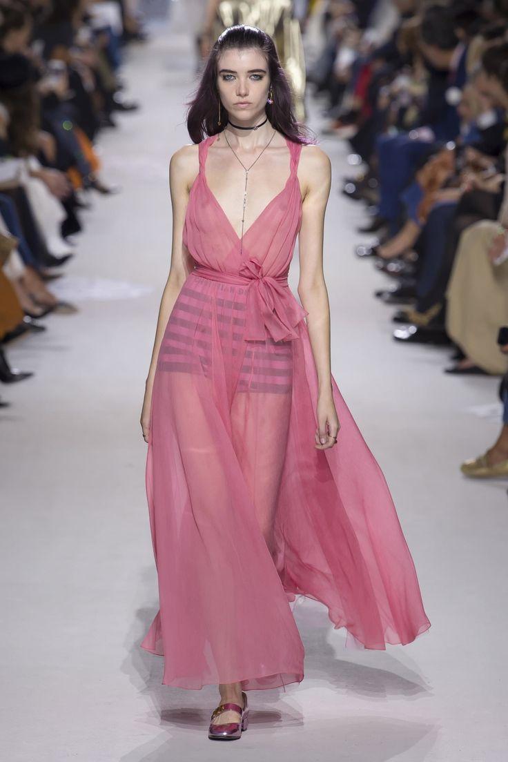 Christian Dior весна лето 2018 розовое платье