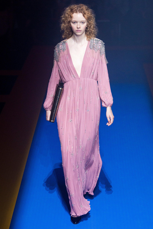 Gucci весна лето 2018 розовое платье
