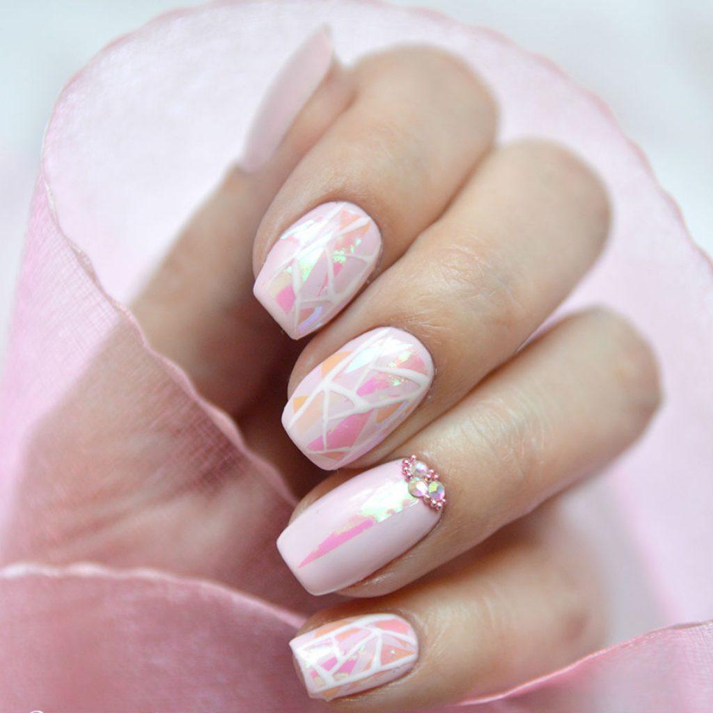 Маникюр битое стекло розовый со стразами