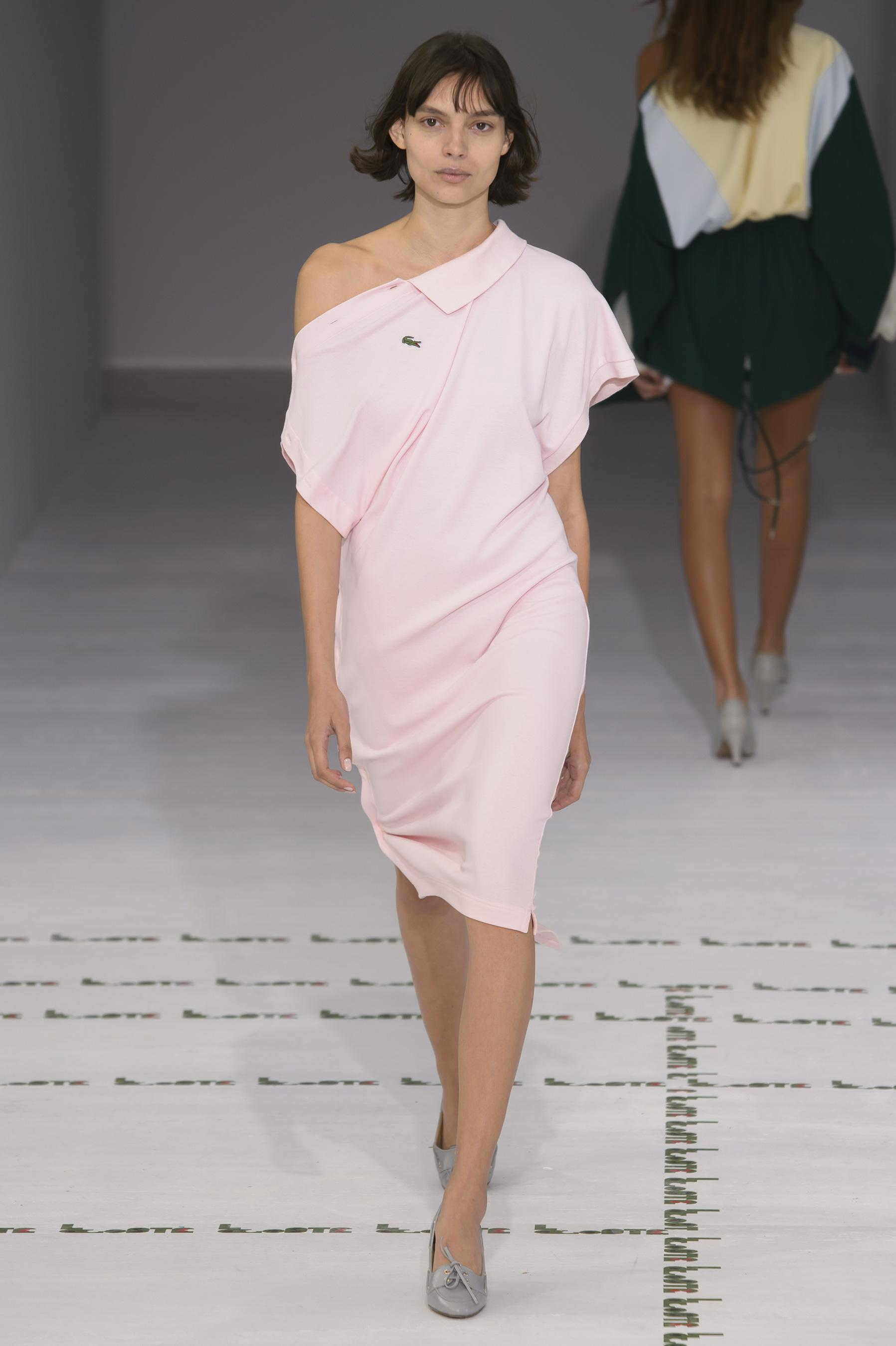 Lacoste весна лето 2018 розовое платье поло
