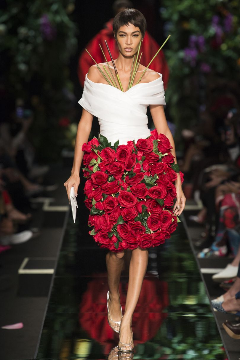 Moschino весна лето 2018 платье с розами