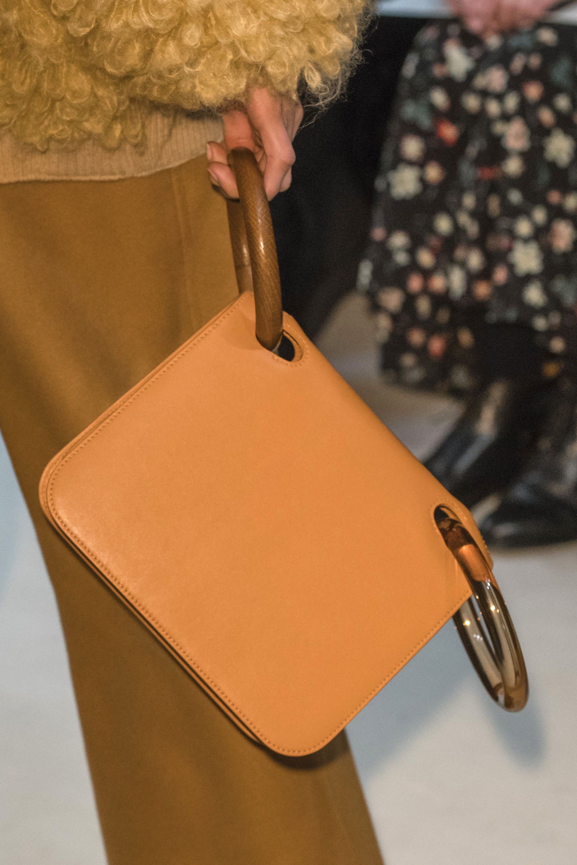 Кожаная сумка женская с ручками