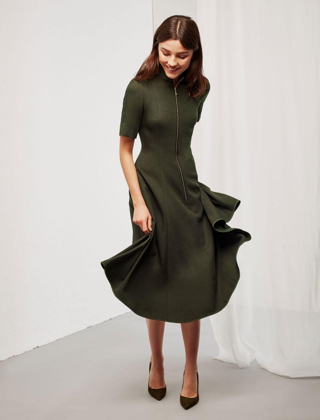 Платье миди с рукавом