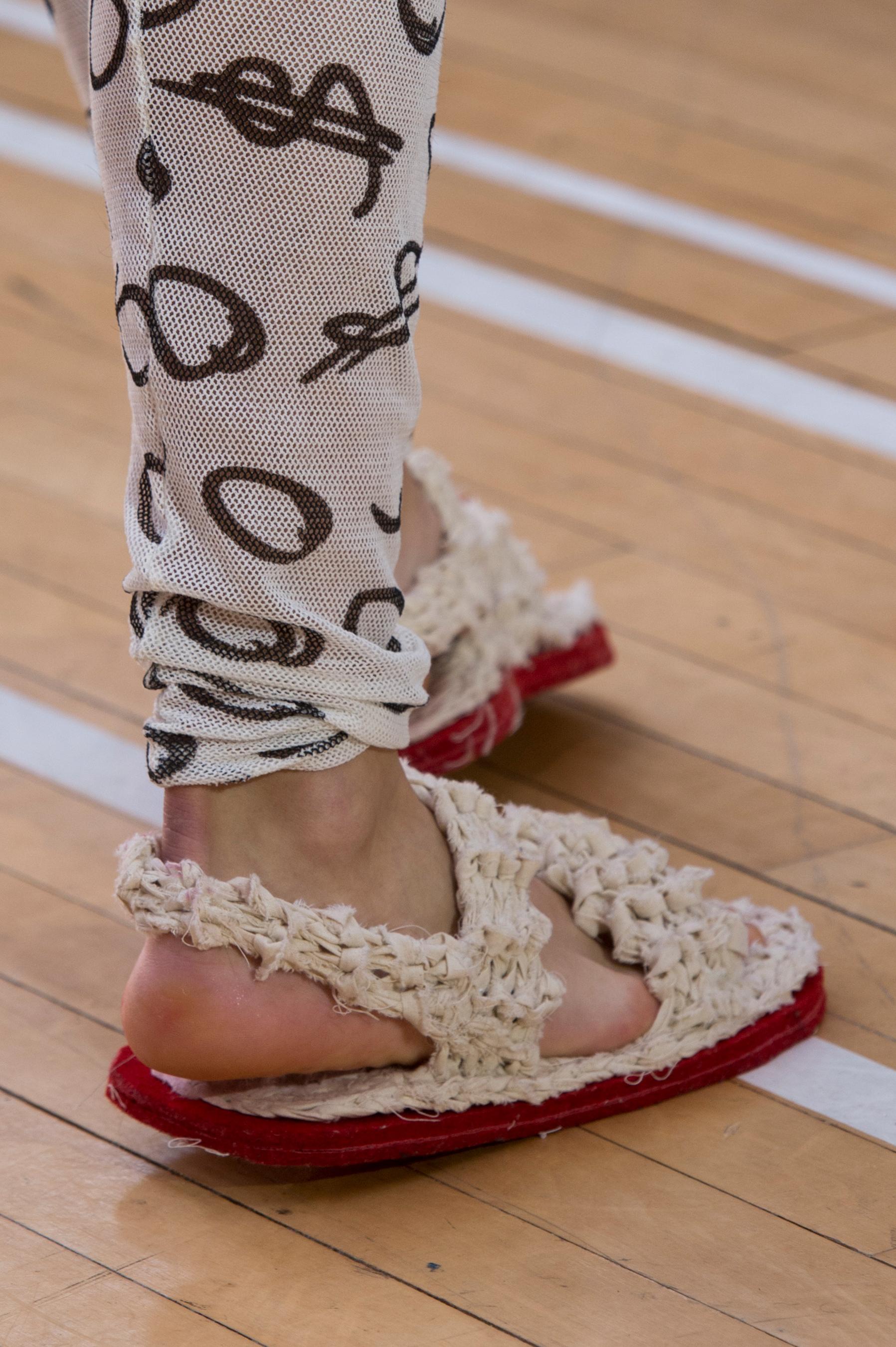 Vivienne Westwood весна лето 2018 сандалии
