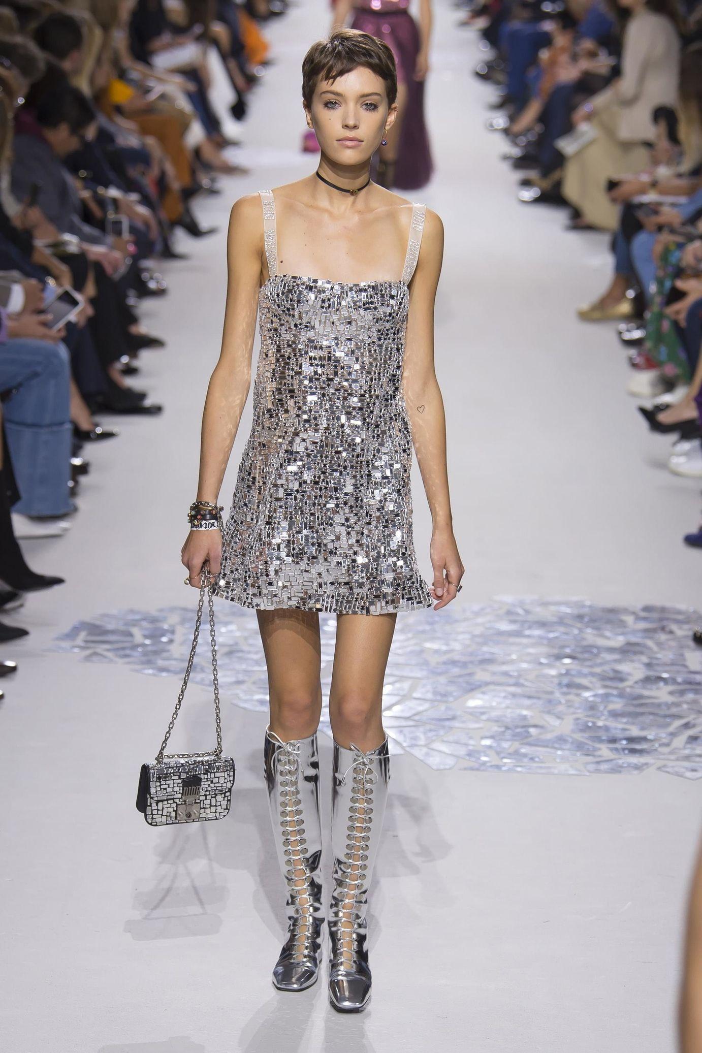 Christian Dior весна лето 2018 серебряное платье